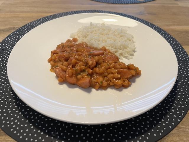 Rijst met Witte Bonen in Tomatensoep en Rookworst